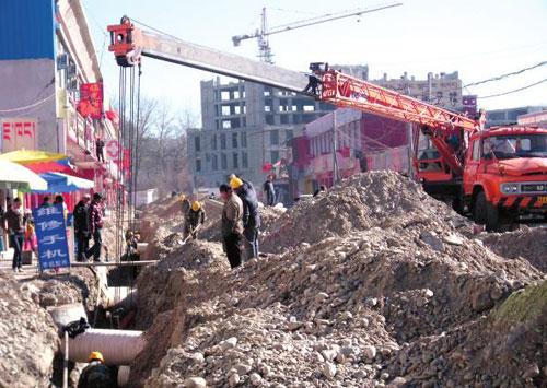 现场施工人员告诉记者,中和国际城(太阳岛)基础设施改造一期工程将